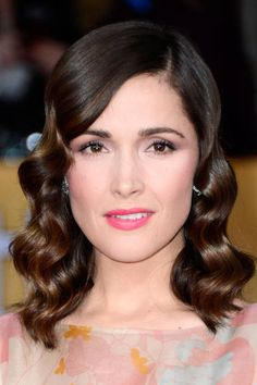 Rose Byrne at the SAG Awards 2013- always wanted to know how to do this style x