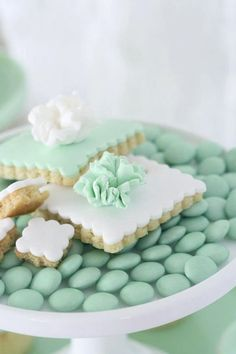 White and green sweets for a mint green wedding Color Menta, Mint Color, Colour, Mint Green Aesthetic, Wedding Mint Green, Green Weddings, Pretty Pastel, Cookie Decorating, Cupcakes