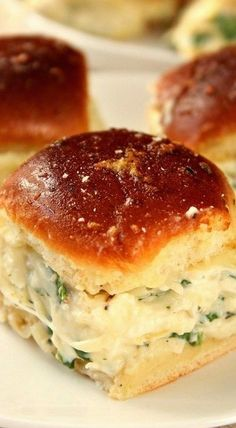 Cheesy Spinach Artichoke Dip Sliders recipe - baked garlic butter slider buns with spinach artichoke dip and cheese. Taking dip to a new level for one amazing party appetizer! (sliders party vegetarian) Slider Sandwiches, Sliders Burger, Burgers, Steak Sandwiches, Beef Sliders, Sliders Party, Appetizers For Party, Appetizer Recipes, Party Snacks