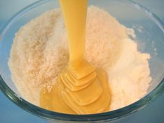 Ανακατεύει+ζαχαρούχο+και+καρύδα+σε+ένα+μπολ+το+αποτέλεσμα;Απολαυστικό!