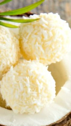Lemon and Coconut Bliss Balls Recipe ~ Here is a fun healthy eating snack idea that is packed with heart healthy coconut and the goodness of almonds. For FMD sub xylitol for honey. Great as a healthy fat snack. Delicious Desserts, Dessert Recipes, Yummy Food, Breakfast Recipes, Recipes Dinner, Calories Fruits, Healthy Sweets, Healthy Eating, Healthy Fats