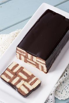 Cake millerighe: una vera dolcezza geometrica. [White and chocolate stripes cake]