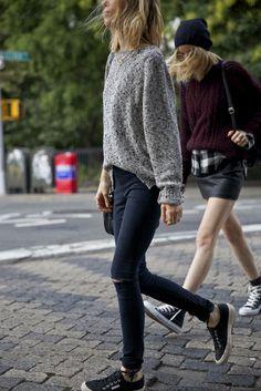 Црни фармерки + сив џемпер Black jeans + grey... | Skopje Casual