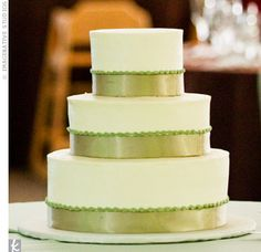simple. i like. especially since my fiance is most likely going to make the cake for our wedding. i'm mostly concerned with a good, fitting topper!