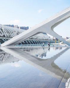 The attractiveness of reflecting water at Ciudad de las Ciencias y las Artes in Valencia, Spain. Contemporary architecture Designed by Santiago Calatrava