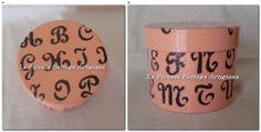 Scatola in cartone cilindrica cm. 10x8 trattata con acrilico rosa e decorata con stencil soggetti alfabero