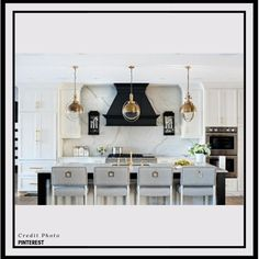 The latest Kitchen Trends 2019 to make your New Kitchen in Manhattan, Queens, or Brooklyn look gorgeous. White Kitchen Cabinets, Painting Kitchen Cabinets, Kitchen Paint, Black Cabinets, Kitchen White, Upper Cabinets, Kitchen Flooring, Kitchen Backsplash, Kitchen Furniture
