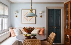 In Good Taste: Meredith Ellis Design Banquettes, Banquette Design, Urban Electric, Dining Nook, Dining Table, Pattern Mixing, Home Decor Trends, Interiores Design, Decoration