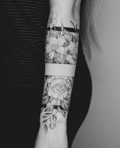 Tattoo Arm Frauen – I like the middle band, with the top and the bottom part of it… – Flower Tattoo Designs – Easter – tatoo Piercing Tattoo, Piercings, Cute Tattoos, Beautiful Tattoos, Tatoos, Diy Tattoo, Get A Tattoo, Tattoo Ideas, Tattoo Art