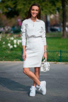 Sporty chic: 10 looks para hacer de tus tenis blancos todo un objeto de lujo