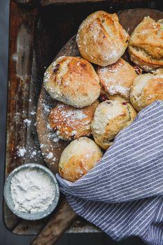 Kalljäst frukostbröd – Linnéas Skafferi Candy Recipes, Sweet Recipes, Holiday Recipes, Dessert Recipes, Delicious Vegan Recipes, Yummy Food, A Food, Food And Drink, Our Daily Bread