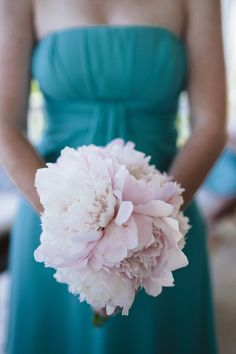 If ever there was an easy, breezy Bahamas wedding, this my friends, is it. Its the perfect mix of shabby chic and rustic goodness all tied up with some fabulous florals and a super cute shoe check on the beach. If youre planning a beach wedding, you dont wanna miss any of these details!Sara