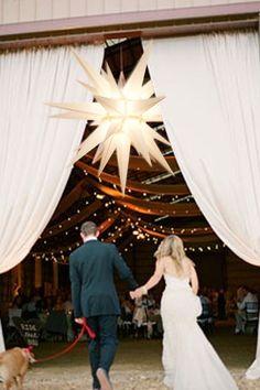 What an ENTREE with the brilliant white Herrnhut star. Love this Idea! #MyBrilliantStar #HerrnhutStar #Wedding #Event #Decoration
