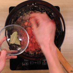 Rougail saucisse : Recette de Rougail saucisse - Marmiton La Marmite, Sauce, Cotton Candy, Kitchen Appliances, Beef, Midi, Food, Couture, Cooker Recipes
