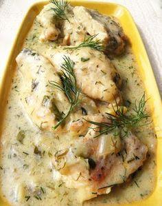 Moja propozycja na szybki, tani i łatwy obiad - filety z piersi kurczaka uduszone w sosie koperkowym, ze śmietaną, cebulką i czosnkiem. Ta...