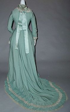 Tea dress, 1890 (probably ca 1880) France, the Met Museum    My favorite color!