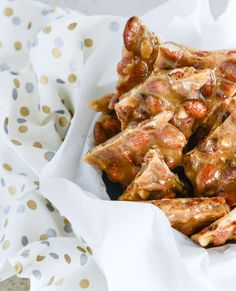 Desserts with bacon! Bacon almond brittle with vanilla beans, I'm adding this one to my recipes. Bacon Recipes, Candy Recipes, Sweet Recipes, Holiday Recipes, Dessert Recipes, Cooking Recipes, Almond Recipes, Snack Recipes, Almond Brittle