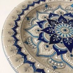 The power of the mandala, energies, meanings, colors and shapes - Painting Dot Art Painting, Pottery Painting, Ceramic Painting, Stone Painting, Ceramic Art, Mandala Art, Mandala Painting, Mandala Design, Painted Plates