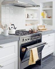 Witte, landelijke keuken.