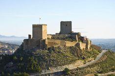 CASTLES OF SPAIN - El Castillo de Lorca (Murcia) es una fortaleza de medieval construida entre los siglos IX y XV. Comprende una serie de estructuras defensivas que, durante la Edad Media, convirtieron a la ciudad y a su fortaleza en un punto inexpugnable del sureste peninsular. El castillo de Lorca fue un bastión clave en las contiendas entre cristianos y musulmanes durante la Reconquista.