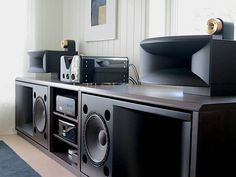 Mono- und High-End-Audiomagazin von Matej Isak. Magico, Wilson Audio, CH Precisi… Mono- und High-End-Audiomagazin von Matej Isak. Hifi Turntable, Audiophile Speakers, Diy Speakers, Hifi Audio, Stereo Speakers, Horn Speakers, High End Hifi, High End Audio, Speaker Box Design