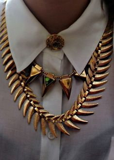 I ACTUALLY have this #goldtoothednecklace but i love the pairing with the shorter one ans pointed collar.