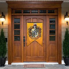 A bright banner that makes a bold statement hanging on your front door. 31 Gifts That Will Make Any Hufflepuff Love You Forever Harry Potter Toys, Harry Potter Wizard, Harry Potter Merchandise, Harry Potter Halloween, Harry Potter Theme, Hufflepuff Pride, Hufflepuff Bedroom, 31 Gifts, Outdoor Halloween