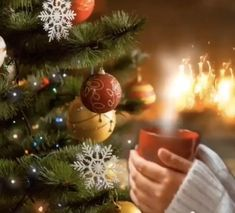Christmas home - Christmas home - Winter Christmas Scenes, Christmas Scenery, Merry Christmas Images, Christmas Mood, Noel Christmas, Christmas Music, Christmas Pictures, Christmas Greetings, Vintage Christmas