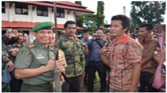 TNI Melalui Korem 042/Gapu terima 61 Pucuk Senjata Api Laras Panjang:http://www.intriktimes.com/http:/www.intriktimes.com/topik/intriktimes/tni-melalui-korem-042gapu-terima-61-pucuk-senjata-api-laras-panjang/
