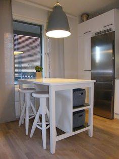 Keittiösaareke Small Apartments, Ikea, Diy Projects, Cottage, Interior, Kitchen Ideas, Table, Room, House