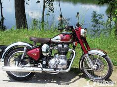 Updated machines from Royal Enfield made the scene nearly two years ago. See if a hand-built classic makes the grade as an everyday scoot. Royal Enfield Bullet, Old Motorcycles, Honda, Classic Motorcycle, Cool Stuff, Vehicles, Wheels, Nice, Cars
