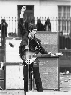 BARRACKS Photo of The Who, Pete Townshend, performing for US TV show, playing Rickenbacker 1998 model guitar, doing 'windmill' arm Music Pics, Music Photo, Pink Floyd, Blue Soul, Metallica, John Entwistle, Behind Blue Eyes, Pete Townshend, British Invasion