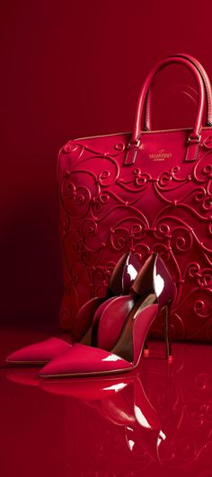 -Happy Holidays in smokin' hot red pump heels in the red patent leather - Red Valentino Tote & Pump.<3