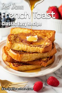 Learn how to make French Toast with this easy recipe. How many eggs do you use? Here's how to make the very best classic French Toast. Delicious Breakfast Recipes, Savory Breakfast, Brunch Recipes, Breakfast Meals, Brunch Ideas, Yummy Food, Easy To Make Breakfast, Breakfast For Dinner, Best French Toast