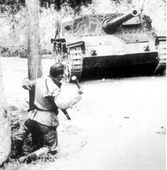 A partisan is ready to throw a granade at an Italian built Semovente da while fighting at the Senger Line in Italy during May 1944 Italian Campaign, Truck Transport, Italian Army, Tank Destroyer, Ww2 Photos, War Image, Ww2 Tanks, Photo Dump, Second World