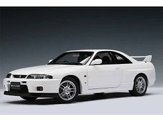 Sex<3 nothing I wouldn't do for this car. Nissan Skyline GT-R (R 33) V-Spec 1/18 White