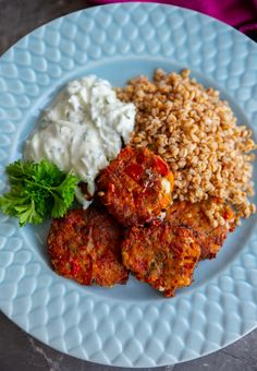 Tomatokefthedes- Grekiska tomatbiffar - ZEINAS KITCHEN Raw Food Recipes, Cooking Recipes, Healthy Recipes, Vegetarian Cooking, Vegetarian Recipes, Helathy Food, Zeina, Love Food, Food Inspiration