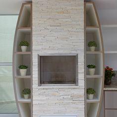 Arquiteto Aquiles Nícolas Kílaris: tarz Ladder Decor, Bookcase, Sweet Home, Shelves, Interior Design, Home Decor, Chocolates, Built In Bbq Grill, Masonry Bbq