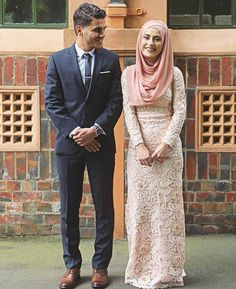 Halal Love ♡ ❤ ♡ Muslim Couple ♡ ❤ ♡ Marriage In Islam ♡ ❤ ♡. Muslim Wedding Dresses, Muslim Brides, Wedding Hijab, Muslim Women, Cute Muslim Couples, Cute Couples, Islam Marriage, Nigerian Weddings, African Weddings