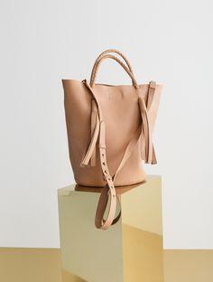 madewell austin tassel bucket bag. #totewell