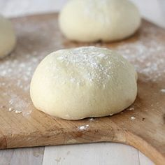 The Galley Gourmet: Homemade Pizza Dough Like the idea of freezing this so it's ready to go Pizza Dough Mixer, Pizza Cupcakes, Pain Pizza, Pancakes And Waffles, Dough Recipe, Greek Recipes, Baking Recipes, Food Processor Recipes, Food And Drink