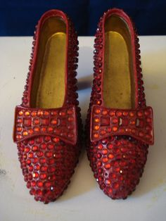 """Wizard of Oz /""""There/'s No Place Like Home/"""" BBQ or Kitchen Ruby Slippers Apron"""