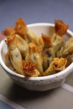 Bonbons de sardines au citron confit et à la tomate séchée.  Idée des bonbons déclinables à l'infini. Je n'aime pas trop le poisson chaud, mais ça permet de changer un peu des bouchées au poulet ou au boeuf :)