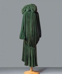 Evening coat, Reville, c. 1920-25. Pitti Palace Costume Collection.
