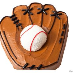 We show you how to make 7 sports-themed birthday cakes step by step—including a baseball mitt, golf course, basketball and more by Karen Tack, photos by Kenneth Chen