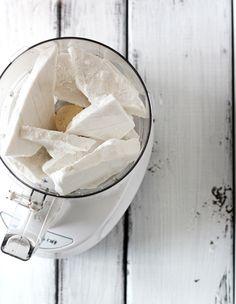 Sugar-Free Coconut Vanilla Ice Cream 1 ingredient necessary. Candida Diet Recipes, Raw Vegan Recipes, Vegan Food, Sugar Free Recipes, Low Carb Recipes, Snack Recipes, Snacks, Paleo Bars, Cheesy Mashed Potatoes
