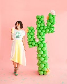 Make this giant balloon cactus with this tutorial. (via Oh Happy Day) Diy Piñata, Dyi, Cactus Balloon, Mini Balloons, Heart Balloons, Balloon Installation, Silvester Party, Idee Diy, Mexican Party