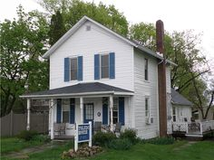 Toledo House on South Bass Island (Put-in-Bay, Ohio). Looks a lot like the house I grew up in.  ♡Nurse