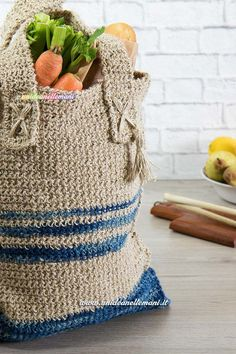 Borsa uncinetto tutorial: come fare una borsa all'uncinetto fai da te da usare come sporta per fare la spesa o borsa multiuso. Spiegazioni passo passo e foto.