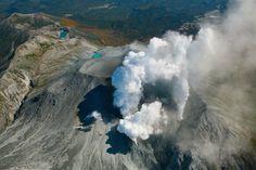 Der Ontake: Der Vulkan, 200 Kilometer westlich von Tokio gelegen, war am Samstag plötzlich ausgebrochen.